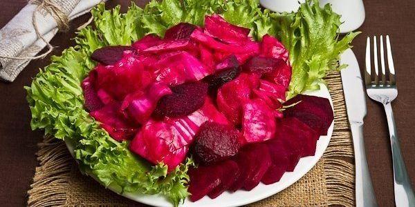 Рецепт квашеной капусты в банке с свеклой