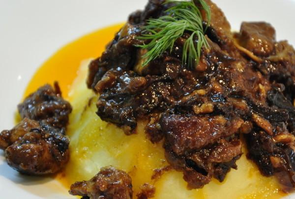 Вкусное тушеное мясо с подливкой рецепт
